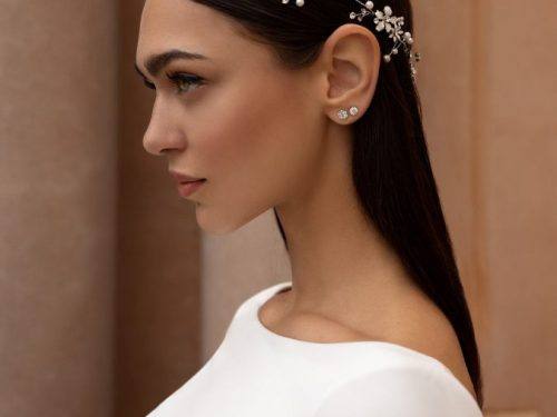 Accessori sposa 2020: bellissimi e innovativi. Tra i must have il cerchietto e la pochette